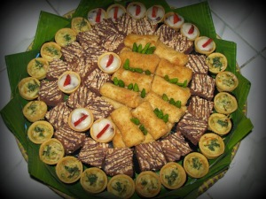 pie rogout, brownies kacang, risoles, pie vanila buah